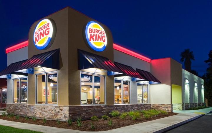 Burger King communication-restaurants-drive-livraison-burgers-réseaux sociaux-Instagram-Facebook-Twitter-confinement-covid-19-communication-promotion-mesures-street marketing-réouverture-post-intro